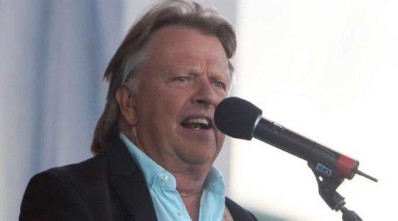 Sven-Erik Magnusson, frontman i Sven-Ingvars har avlididet